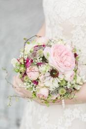 Strauss Bouquet Blumen Brautstrauss Brautpaar Foto Hochzeitsfotografin Michaela Klose Paarfotos