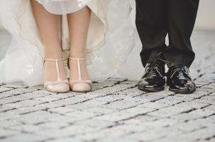 Brautschuhe besonders Detail Schuhe Hochzeit Foto Hochzeitsfotografin Michaela Klose Paarfotos